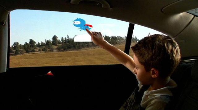 是GM 想像出未來後座窗戶的互動娛樂系統這篇文章的首圖
