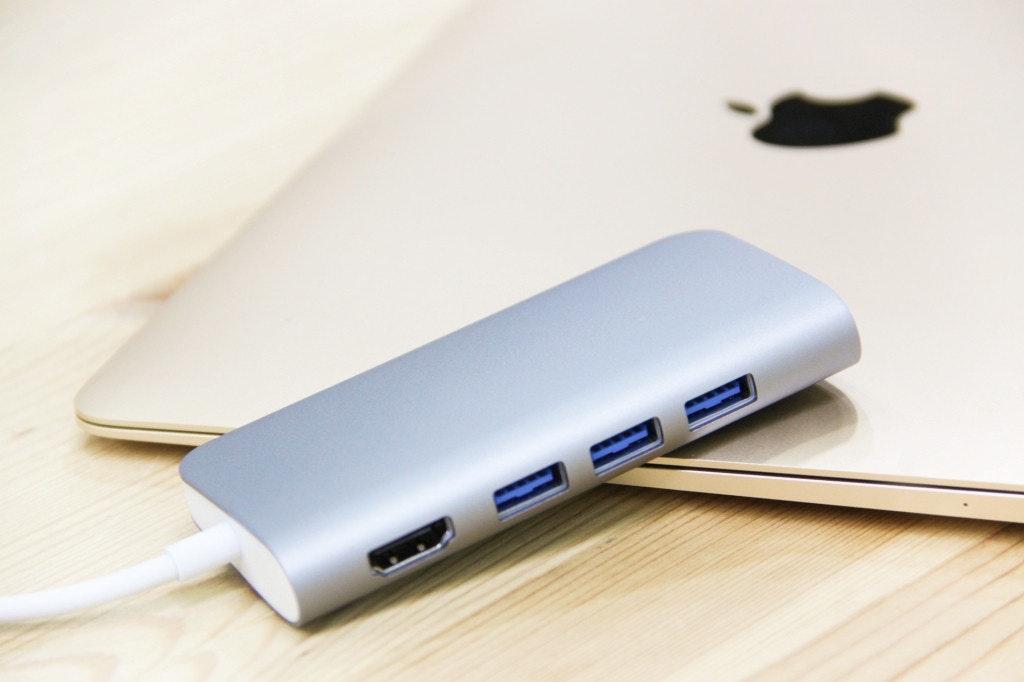 是終究都要買 USB-C轉接器 那為什麼不一開始就買 Solo All in one Hub?這篇文章的首圖