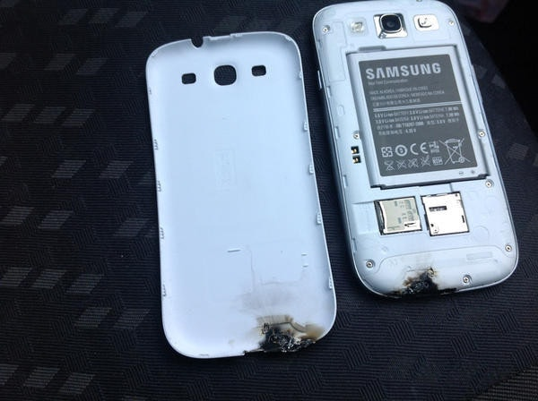 是Samsung Galaxy S3在車內爆炸(自燃)這篇文章的首圖