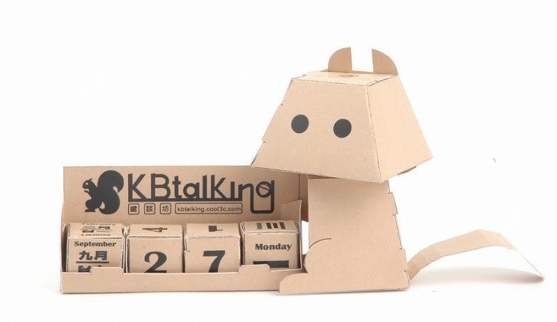 是KBtalKing Light 附屬小物「鍵帽松鼠萬年曆」樣品出現這篇文章的首圖