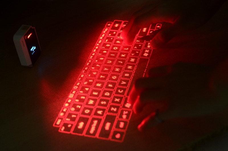 是實體鍵盤玩膩了?來玩玩雷射投影的虛擬鍵盤吧!這篇文章的首圖