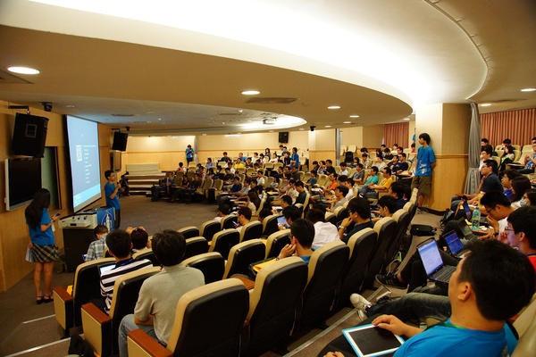 是DrupalCamp 2012大會,提出行動網站製作新技術這篇文章的首圖