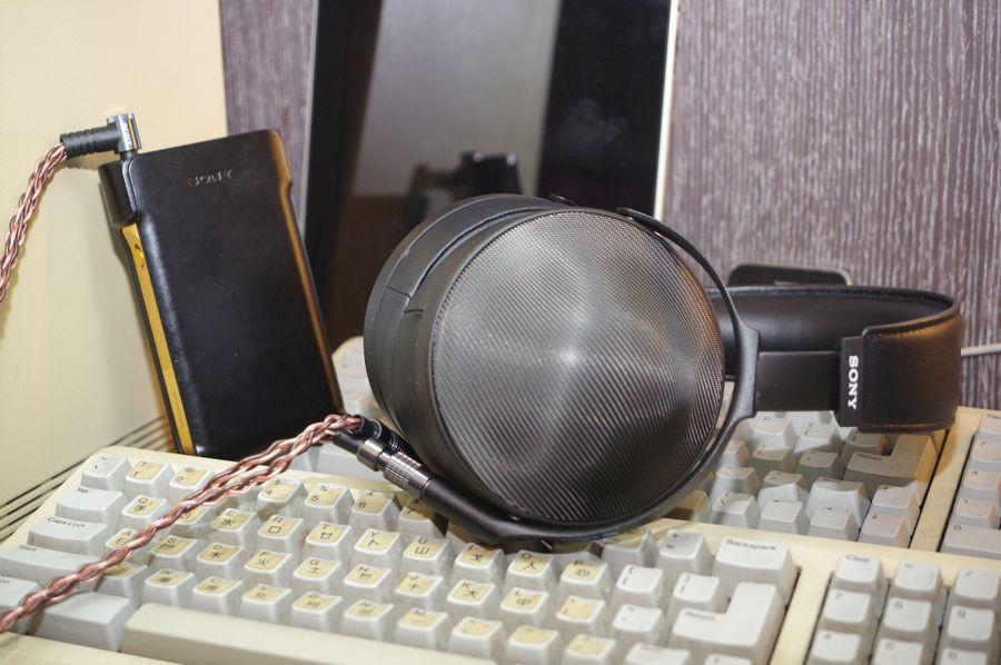 是Sony 70 周年 Signature 三部曲:在封閉設計中呈現壓倒性空氣感的超旗艦耳機 MDR-Z1R這篇文章的首圖