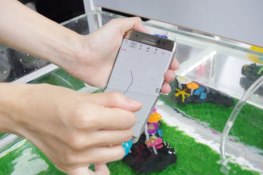 是台灣三星宣布 23 日起提供舊版 Galaxy Note 7 系統選擇性更新,並提供新舊機識別方式這篇文章的首圖