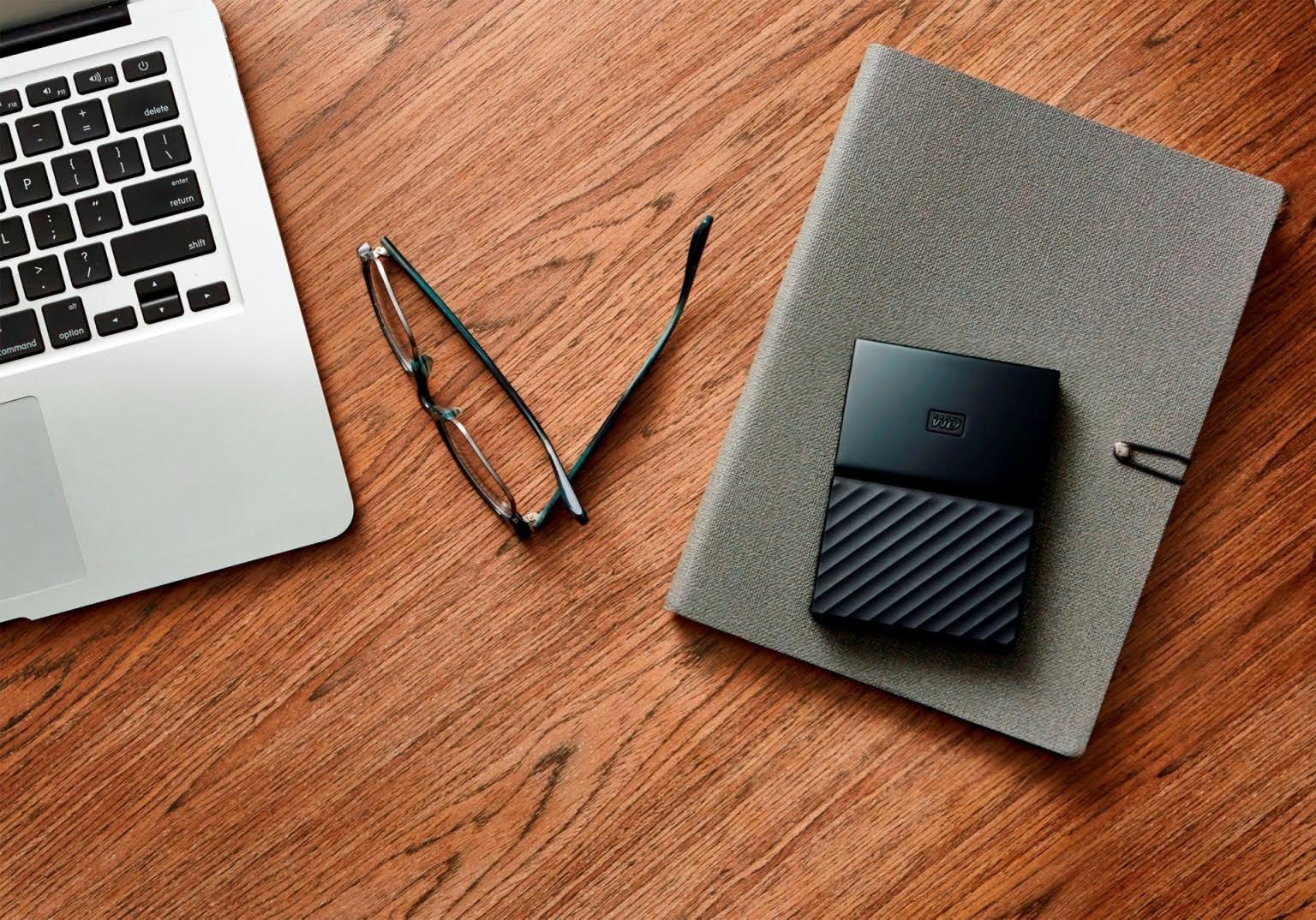 是Western Digital 攜手 fuseproject 打造全新造型,推出 My passport 與 My Book 外接儲存硬碟這篇文章的首圖