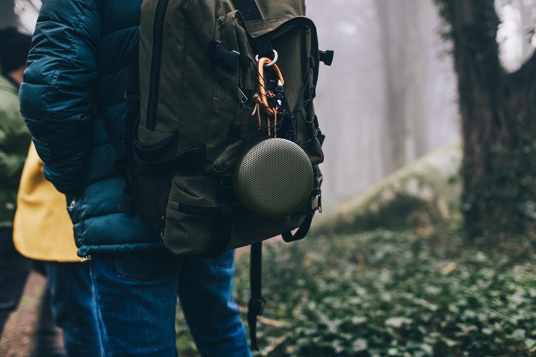 是B&O PLAY 推出品牌最小型可攜式喇叭 Beoplay A1 ,外罩採鋁合金工藝這篇文章的首圖