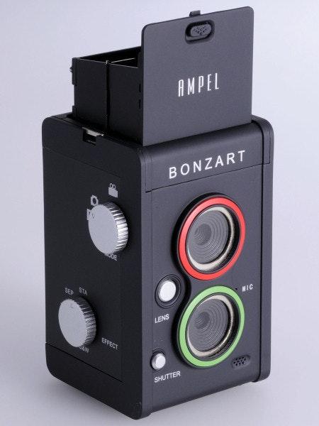 """是復古味十足的 AMPEL 雙眼""""數位""""相機這篇文章的首圖"""