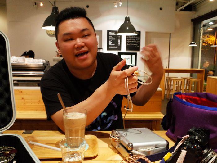 是來自香港的個性風格耳機品牌,採訪 RHAPSODIO 掌門人阿賢這篇文章的首圖
