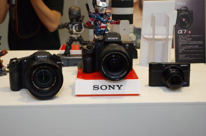 是採用新一代感光元件技術, Sony A7R II 、 RX100 IV 與 RX10 II 將陸續在台推出這篇文章的首圖