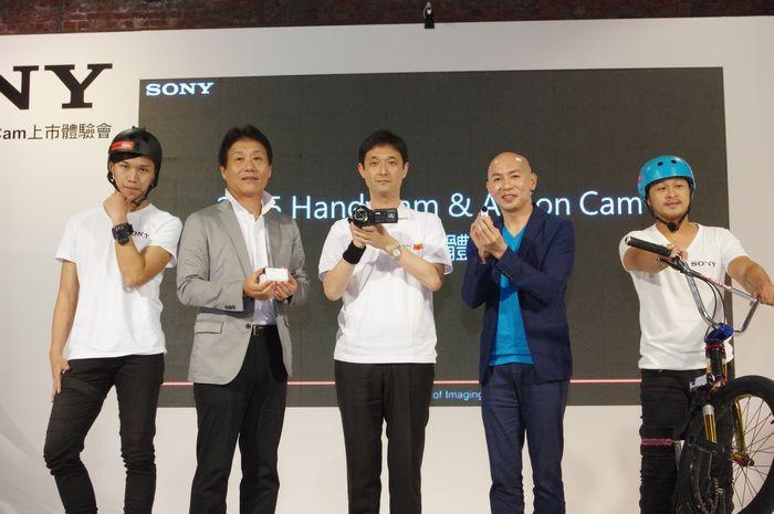 是Sony 發表新系列 Handycam 與 Action Cam ,繼續強打 4K 高畫質這篇文章的首圖
