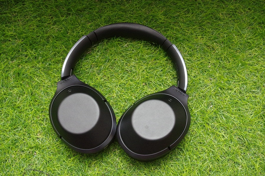 是為長途旅行施予寧靜與天籟,Sony MDR-1000X 藍牙降噪耳機動手玩這篇文章的首圖