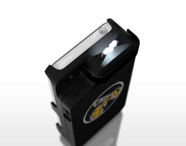 """是Yellow Jack 保護殼把 iPhone 化身防身兇器,把壞人""""電""""的落花流水這篇文章的首圖"""