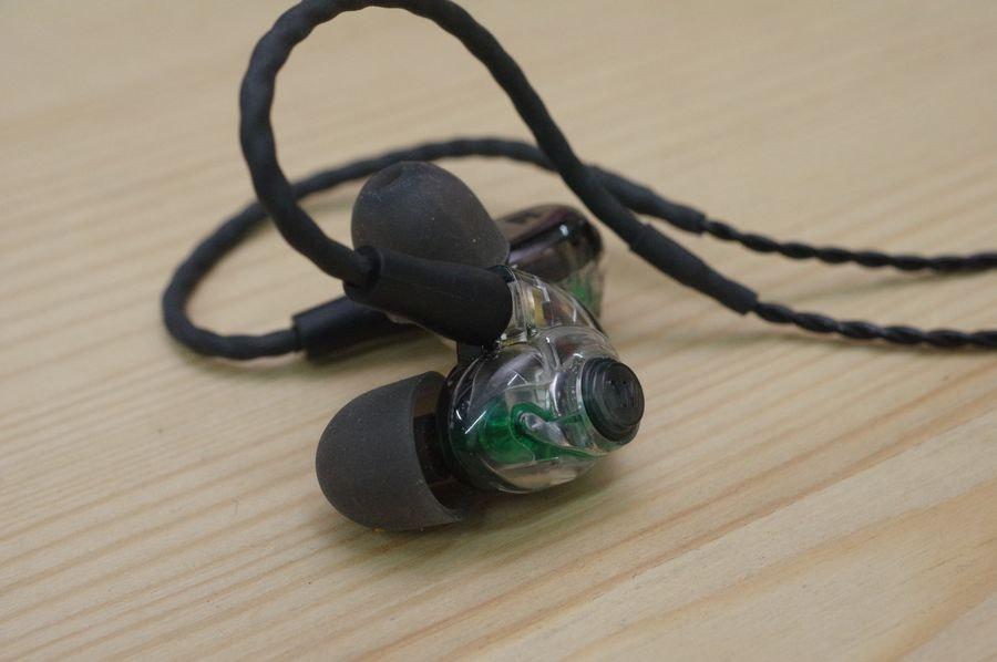 是GLAY 貝斯手 JIRO 將在巡迴演唱會使用 Weston 的 AM Pro 30 、 UM Pro 30 作為舞台監聽耳機這篇文章的首圖