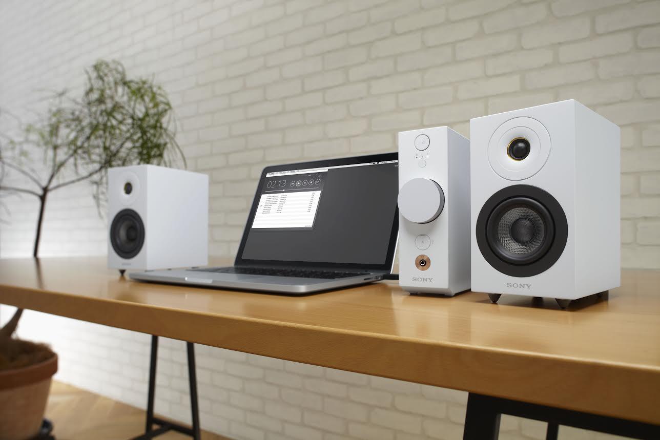 是一個人享受音樂的小巧組合, Sony 在台推出 CAS-1 桌上型音樂系統這篇文章的首圖