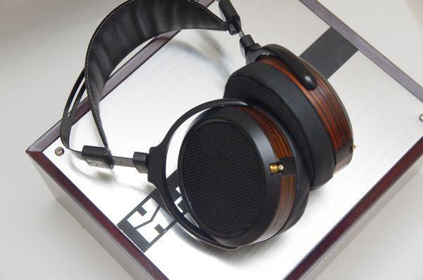 是單面磁鐵場極式平面振膜的進化革命, HIFIMAN HE-560 耳機動手玩這篇文章的首圖