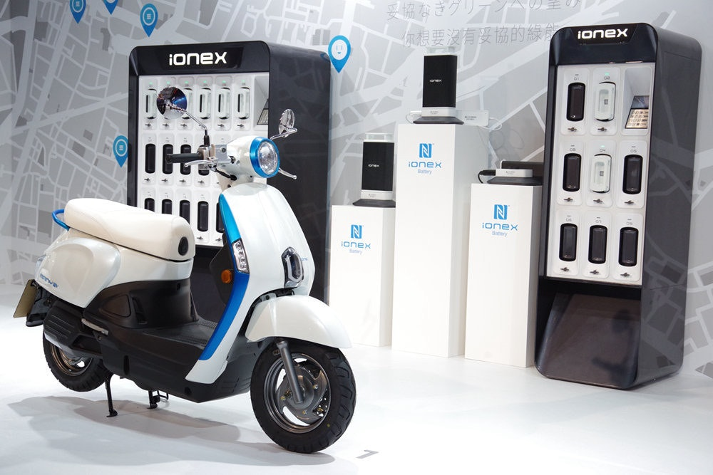 Scooter, Car, Motor vehicle, Product design, Vehicle, Vespa, Brand, Wheel, Product, Technology, car, motor vehicle, scooter, technology, car, vehicle, product, automotive design, product design, vespa, product