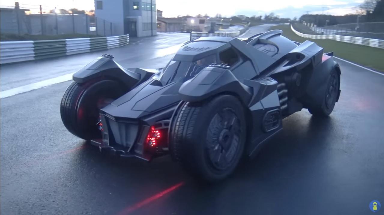 是從蠻牛變成蝙蝠?瘋狂車迷做了一台夢幻蝙蝠車而且打算讓他參加橫跨歐洲的賽事這篇文章的首圖