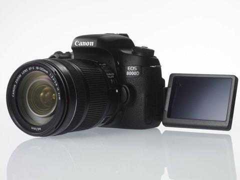 是分別針對男性與女性攝影者, Canon 發表 EOS 8000D 、 Kiss X8i 兩款孿生 APS-C 機身這篇文章的首圖