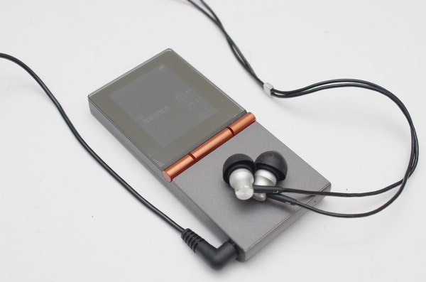 是去除多餘元素僅求音質, HiFiMAN HM700 + RE400B 音樂播放套組動手玩這篇文章的首圖
