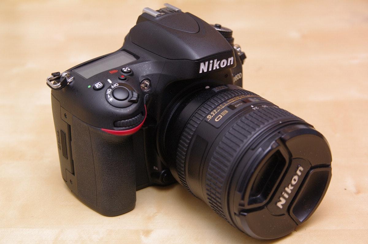 是進入全片幅領域的快車票,搭載情境模式的 Nikon D600 動手玩這篇文章的首圖