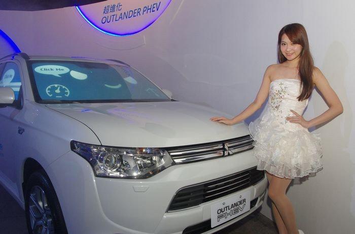 是電動系統才是主角,中華汽車引進全球首款插電式混合動力休旅車 Outlander PHEV這篇文章的首圖