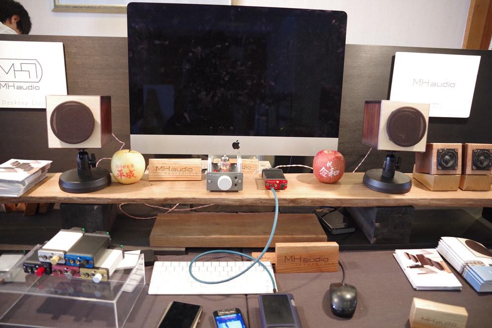 Electronics, Office, Interior Design Services, Desk, Design, table, Desk, Furniture, Desktop computer, Personal computer, Technology, Room, Electronics, Electronic device, Computer monitor, Computer