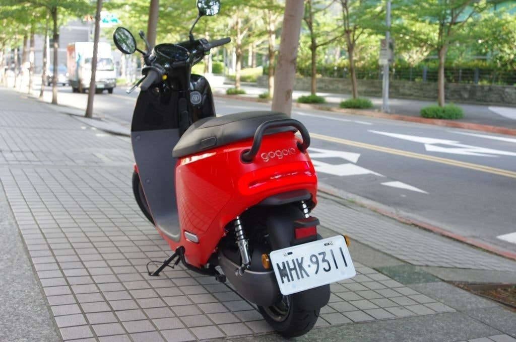 Motorcycle, , Gogoro, Vespa, Motorcycle accessories, Scooter, , Electric motorcycles and scooters, Moped, Motor vehicle, motorcycle accessories, Land vehicle, Vehicle, Motor vehicle, Scooter, Car, Mode of transport, Automotive lighting, Transport, Automotive design, Motorcycle