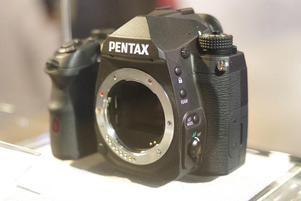 照片中提到了PENTAX、RAW、AF,跟賓得有關,包含了賓得、數碼單反、鏡頭、無反光鏡可換鏡頭相機、單反相機