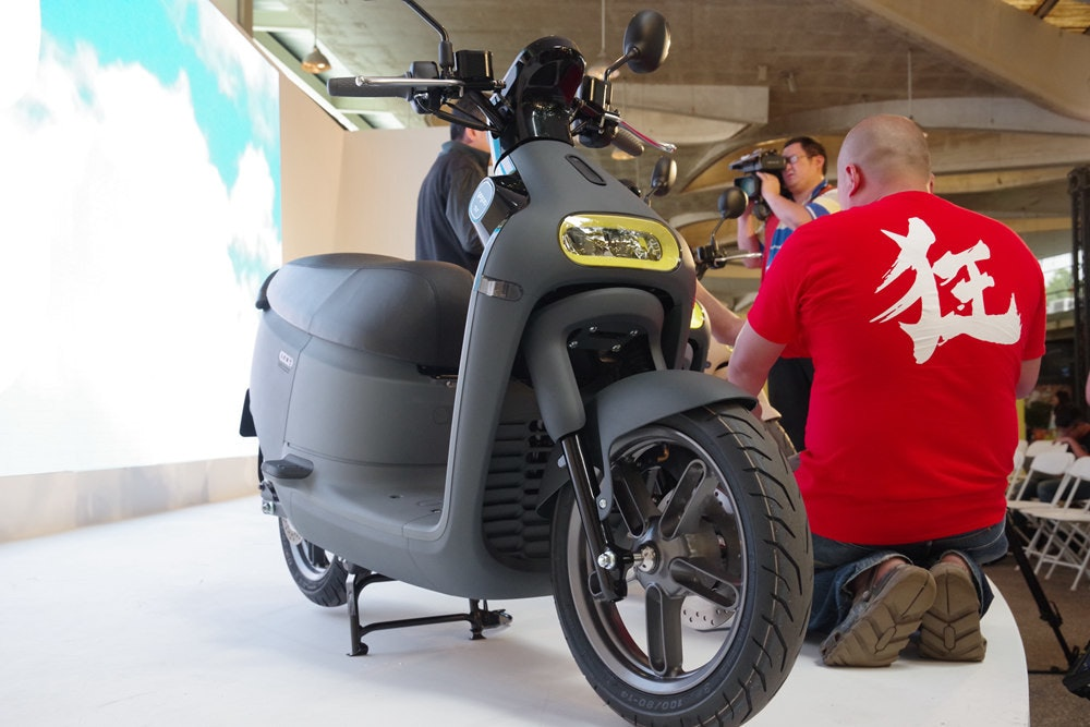 Car, Motorcycle accessories, Scooter, Motorcycle, Motor vehicle, Wheel, Vehicle, Automotive design, Cruiser, Design, car, Land vehicle, Vehicle, Motor vehicle, Motorcycle, Automotive tire, Tire, Automotive design, Car, Rim, Scooter