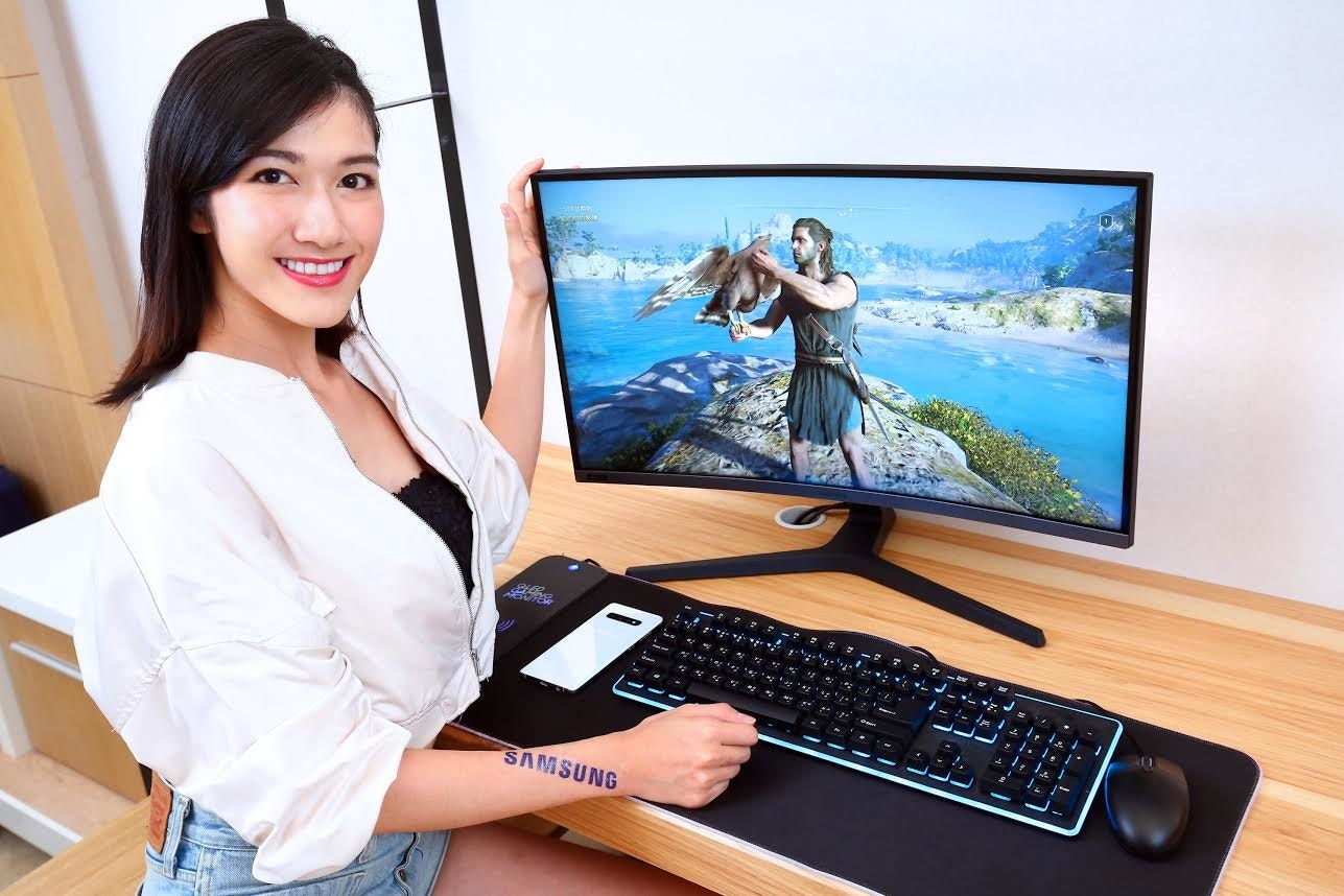 Computer Monitors, Multimedia, Personal computer, personal computer, Electronic device, Technology, Desktop computer, Personal computer, Display device, Computer, Laptop, Gadget, Output device, Computer desk