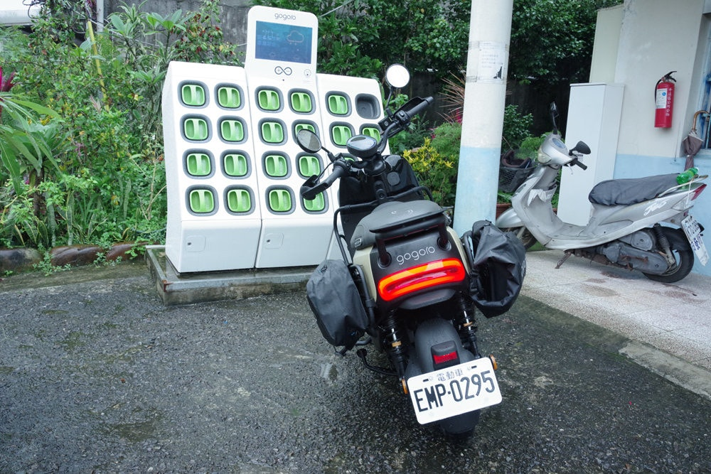 Gogoro, Scooter, , Car, Motorcycle accessories, Motorcycle, Motor vehicle, Electric motorcycles and scooters, Vehicle, Electric battery, car, Motor vehicle, Vehicle, Scooter, Motorcycle, Car, Auto part, Automotive exterior, Automotive lighting, Asphalt