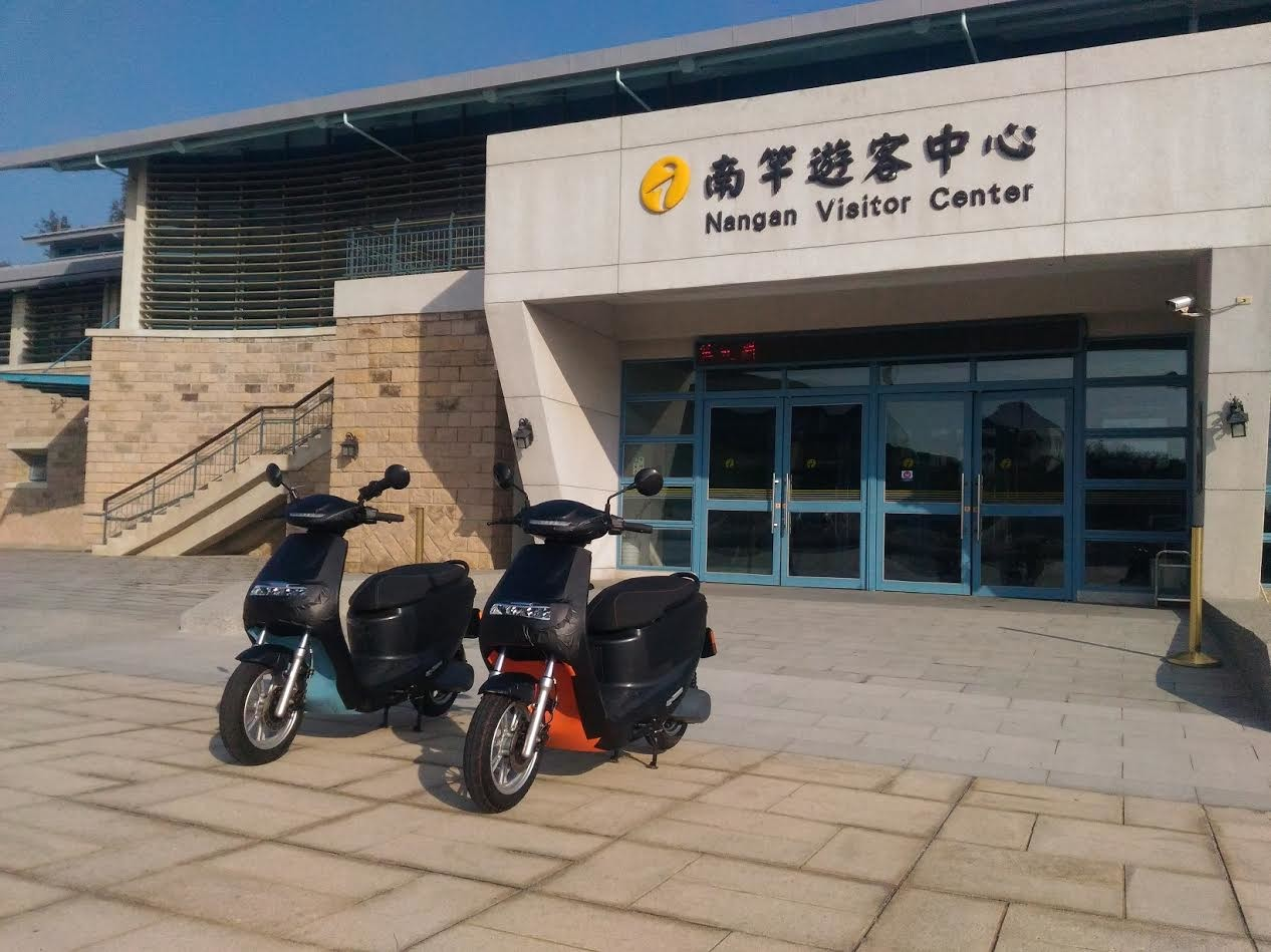 Car, Scooter, Electric vehicle, Motorcycle, Matsu Islands, Motor vehicle, Vehicle, Electric motorcycles and scooters, Electric car, Motorcycling, car, Vehicle, Building, Motorcycle, Car