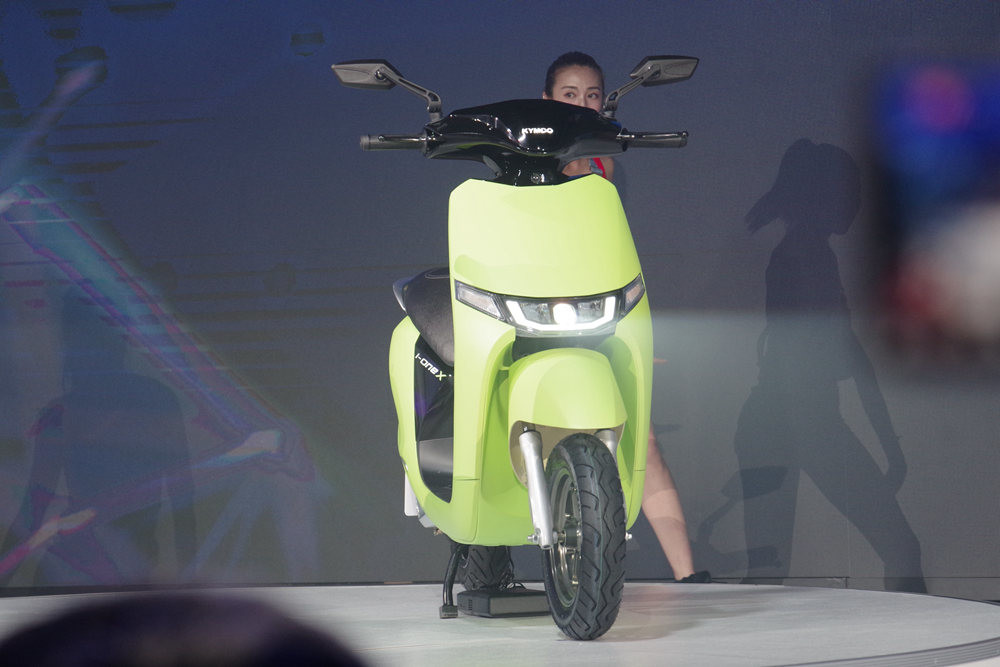 Car, Scooter, Motorcycle accessories, Motorcycle, Motor vehicle, Automotive design, Vehicle, Product design, Design, Product, car, Scooter, Vehicle, Automotive design, Car, Headlamp, Motorcycle, Moped, Automotive lighting, Vespa, Wheel