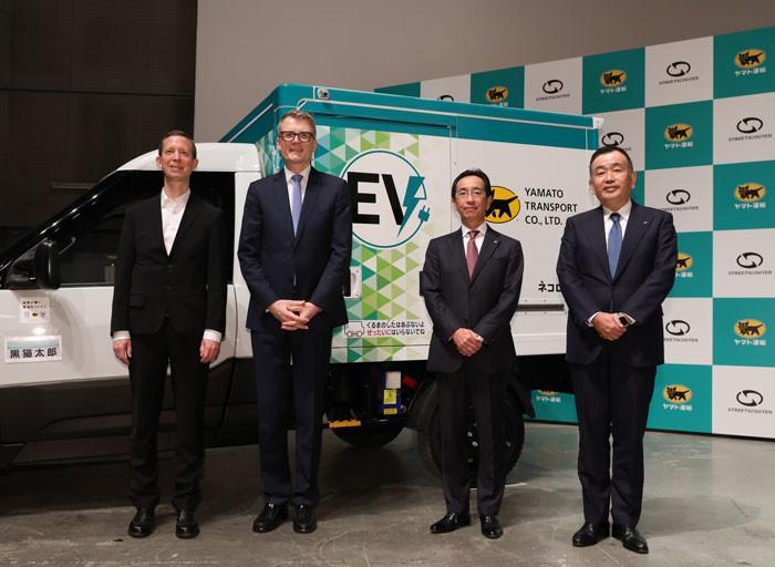 照片中提到了ee、a、EV,跟街頭滑板車、街頭滑板車有關,包含了適合、釜山電影院、第20屆釜山國際電影節、紅地毯、電影節