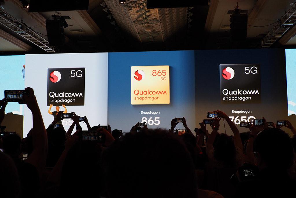照片中提到了5G、5G、S 865,跟高通公司、高通公司有關,包含了人群、顯示裝置、展示廣告、公共關係、學術會議