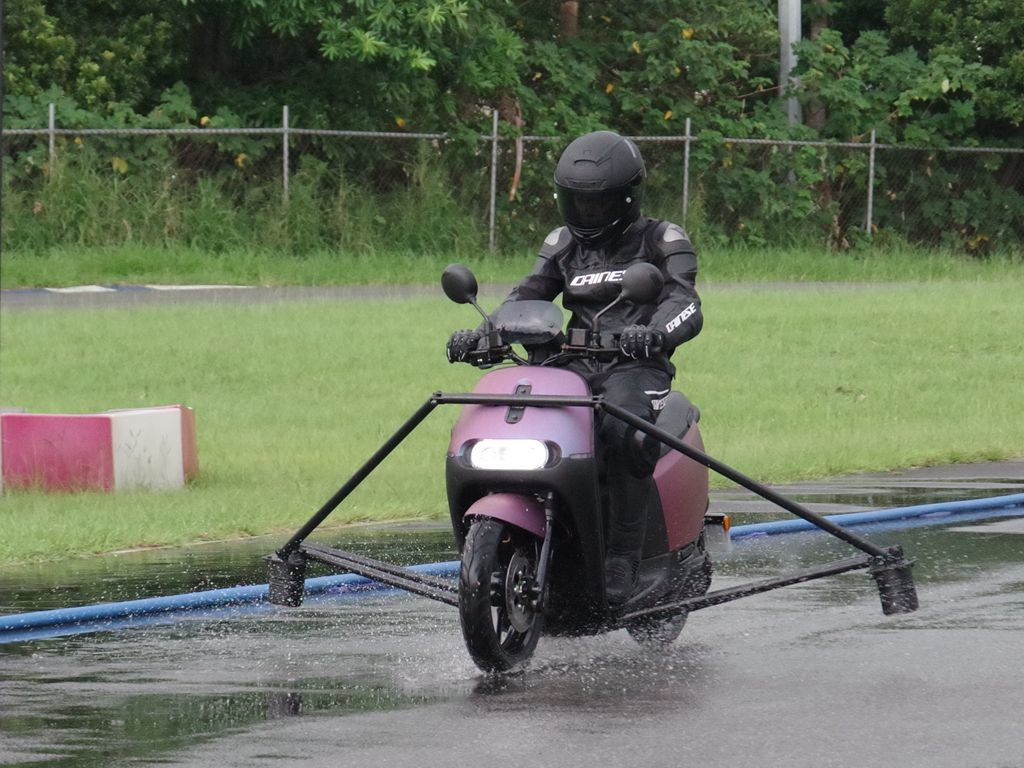 Motor vehicle, Vehicle, Electric motor, vehicle, Vehicle, Mode of transport, Motorcycle, Grass, Automotive wheel system, Wheel, Automotive tire, Recreation, Lawn