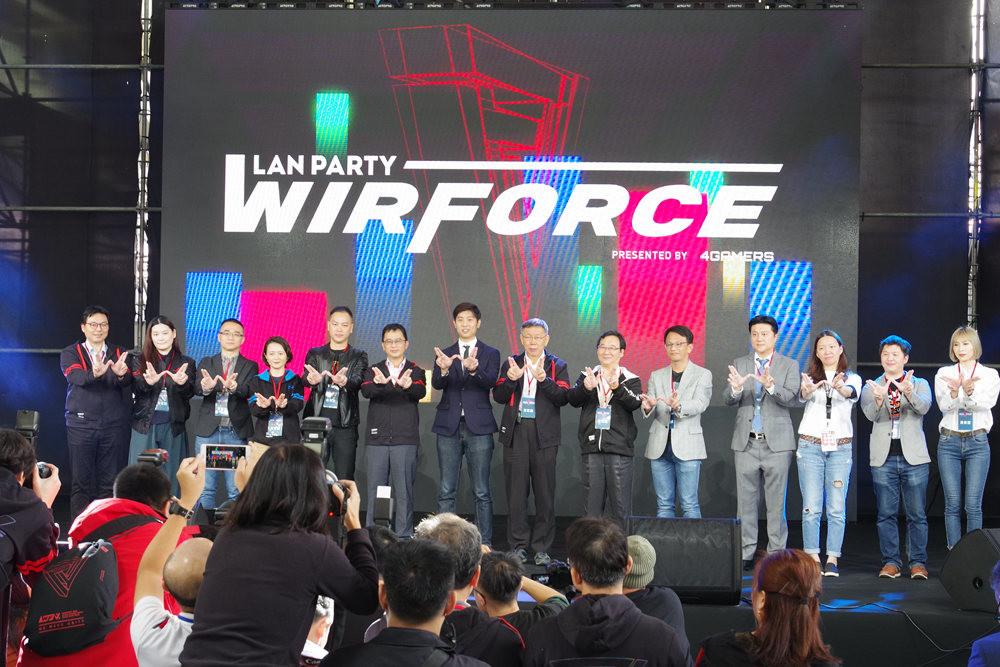 照片中提到了LAN PARTY、WIRFORCE、PRESENTED BY 4GMERS,包含了階段、音樂會、公共關係、產品、人群