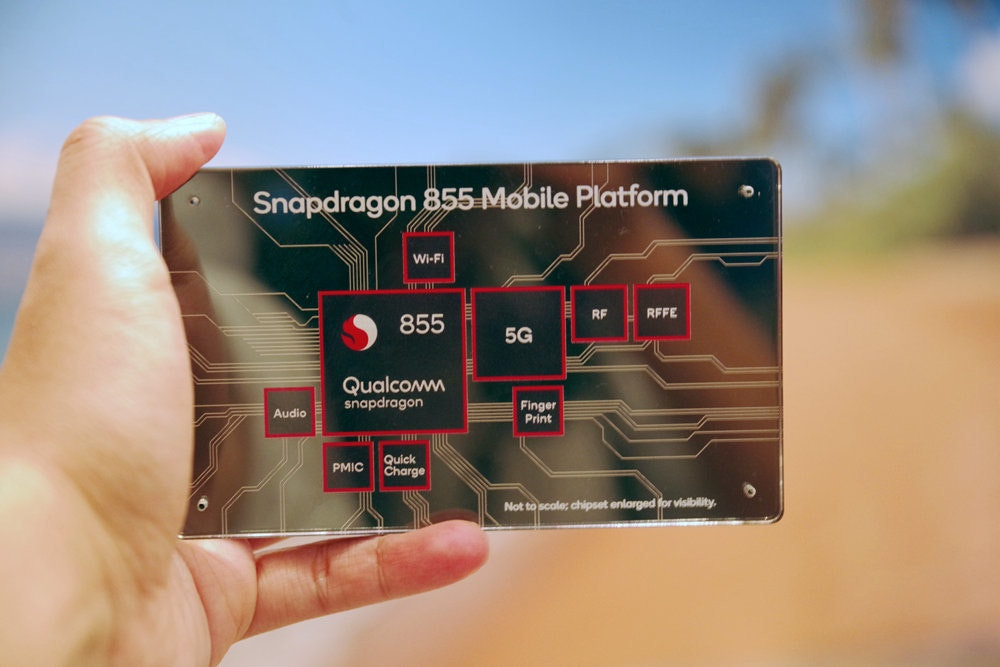 Qualcomm, , Qualcomm Snapdragon, Electronics, Sharp, , , Mobile Phones, , , electronics, Finger, Hand, Technology, Electronic device, Payment card, Electronics, Advertising
