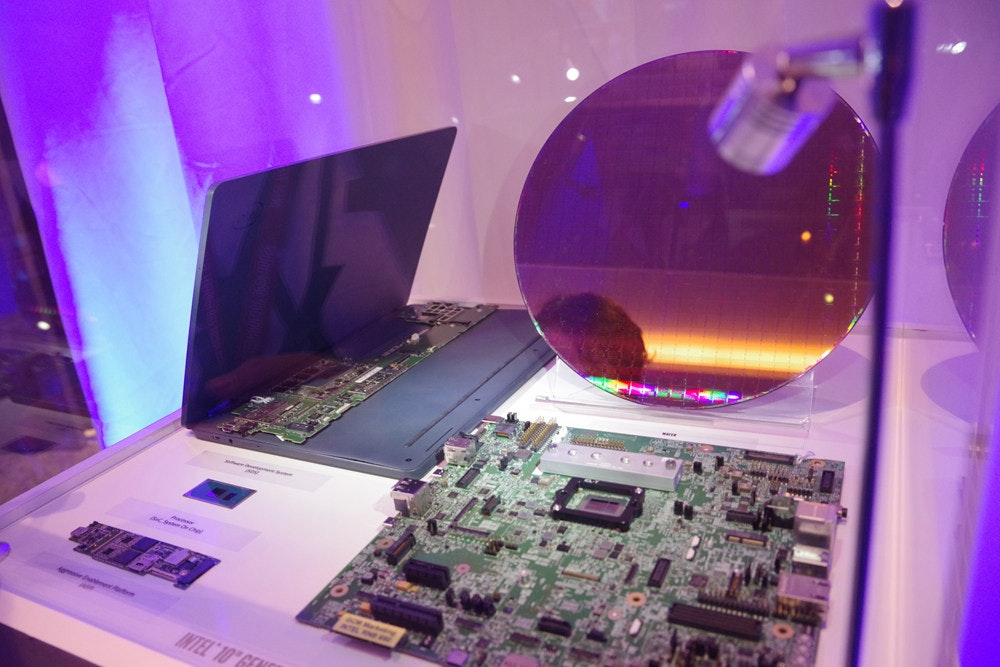 Display device, Purple, Electronics, Space, Gadget, Computer Monitors, electronics, Electronics, Purple, Violet, Technology, Design, Space, Electronic device, Gadget, Tourist attraction, Games