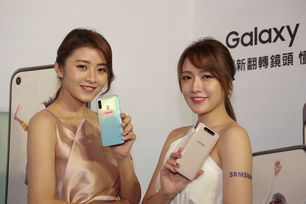 Samsung, , Skin, Product, Socialite, Supermodel, Beauty.m, Samsung Galaxy S6, Samsung Galaxy, Samsung Galaxy S series, samsung galaxy s6, Skin, Beauty, Smartphone, Gadget, Mobile phone, Technology, Electronic device, Portable communications device, Communication Device, Neck