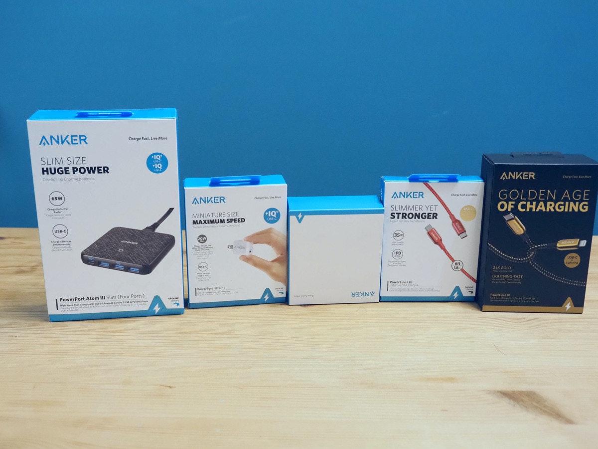 照片中提到了ANKER、Charge Fast, Live More、*1Q,包含了紙箱、產品設計、電子產品、儀表、產品