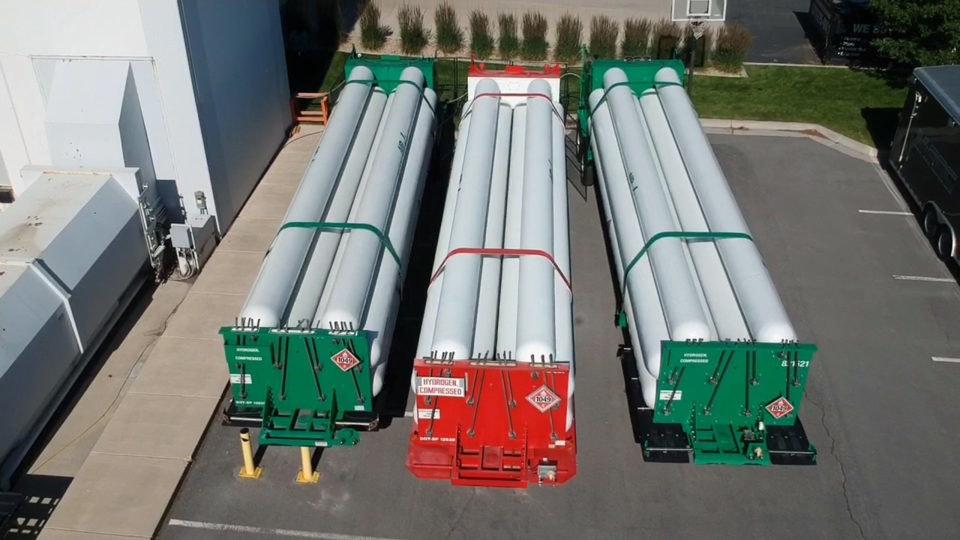 照片中提到了LALL、&121、COMPESSED,包含了燃料電池、燃料電池、氫、汽油、電力