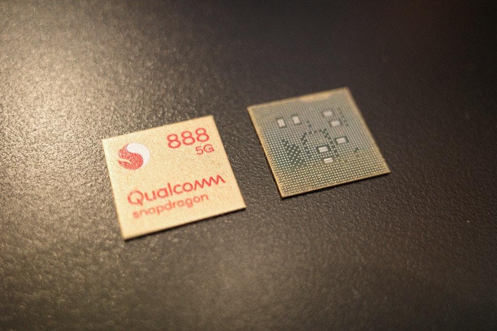 照片中提到了888、5G、Qualcomm,跟高通公司有關,包含了產品設計、牌、字形、儀表、設計