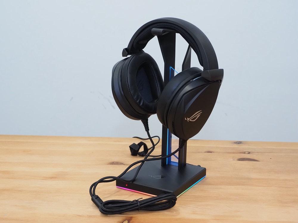 照片中跟ROG電話有關,包含了頭戴式耳機、頭戴式耳機、產品設計、耳機、產品