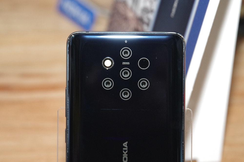 照片中提到了OKIA,包含了電子產品、功能手機、諾基亞9 PureView、HMD全球、手機