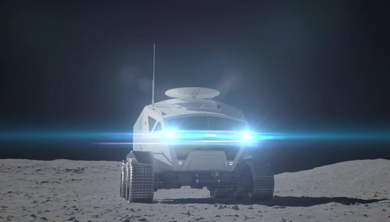 照片中提到了TOYOTA,包含了大氣層、豐田汽車、月球車、汽車、流浪者