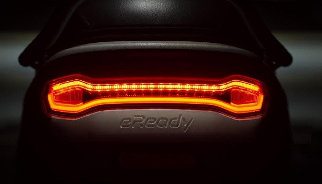 照片中提到了eReady,包含了橙子、汽車、頭燈、跑車、中型車