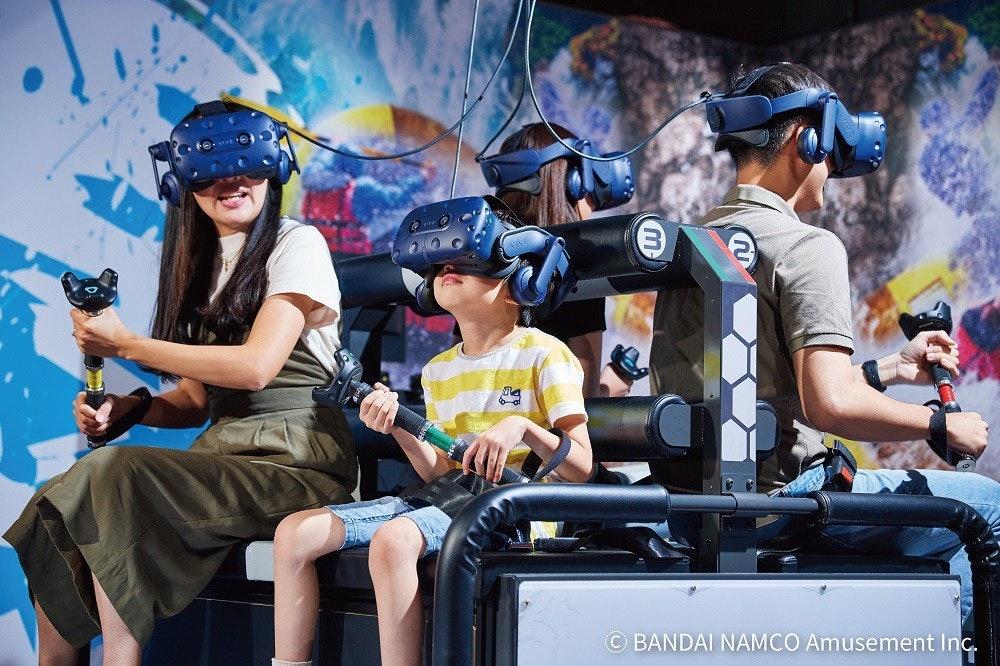 照片中提到了© BANDAI NAMCO Amusement Inc.,包含了汽車、汽車、產品、娛樂