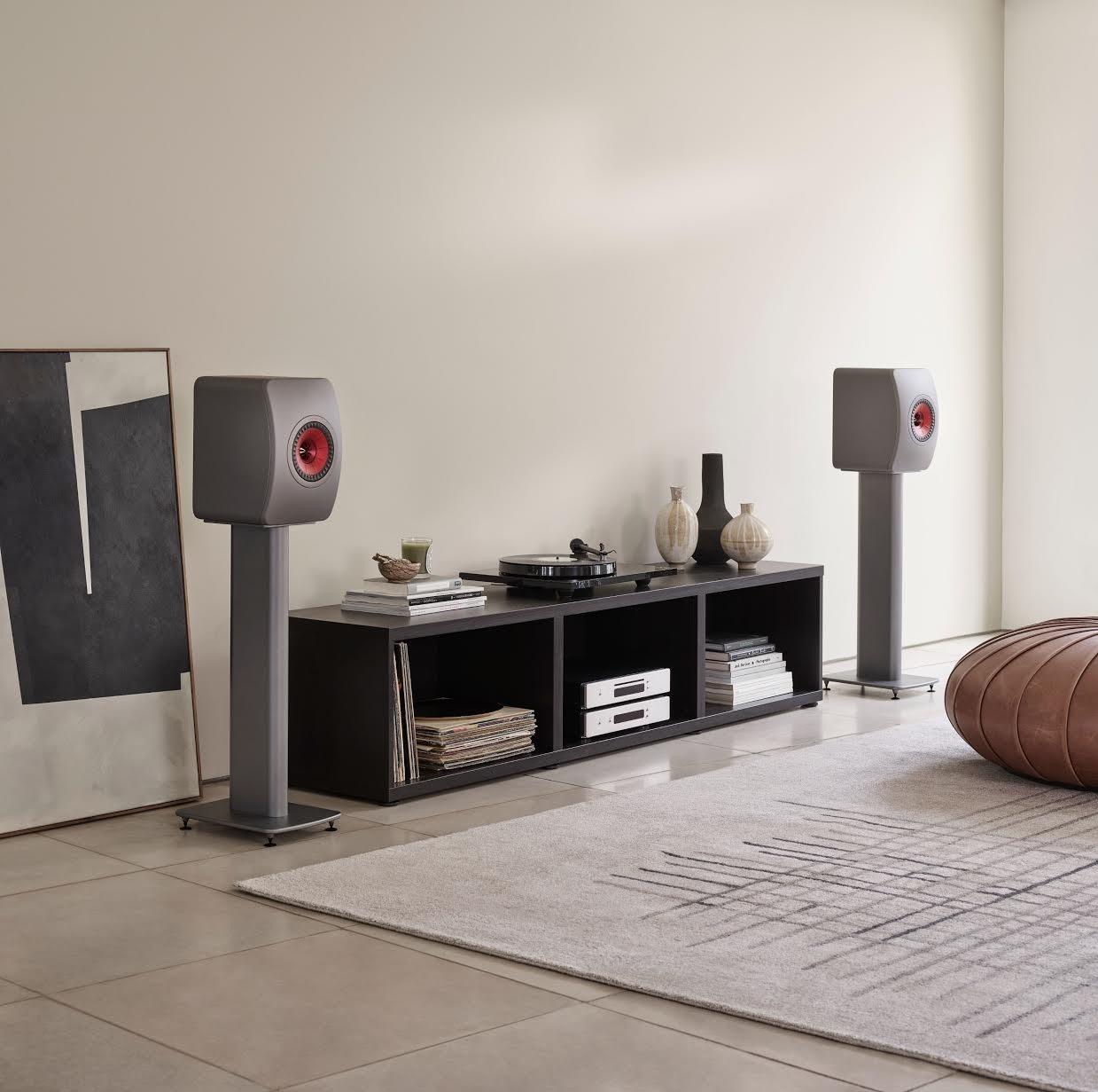 照片中包含了地板、咖啡桌、餐邊櫃、室內設計服務、客廳