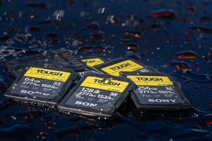 照片中提到了TOUGH、TOUGH、277,跟了索尼、這是一個笑的作品有關,包含了存儲卡、SD卡、存儲卡、具有UHS-II SD / microSD讀取器的Sony USB集線器3.1 Gen C連接HDMI 3.1 A 3.1 C MRWS3 / T、索尼SF-G Tough系列UHS-II SDXC存儲卡